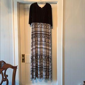 Dresses & Skirts - Maxi Dress - Women size 2xl - black & white Aztec